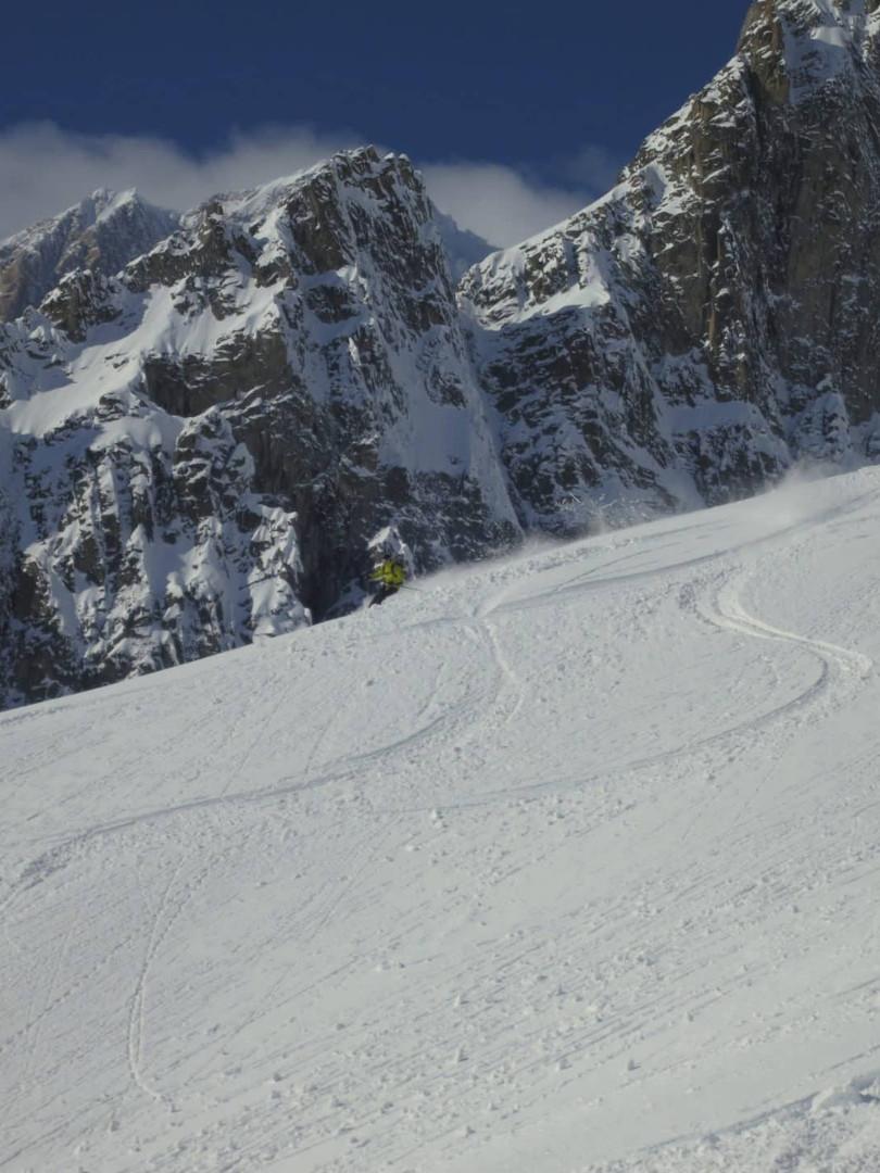 Off-piste-skiing-on-the-Toula-Glacier-2.