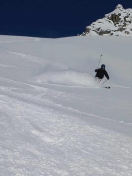 Freeride-skiing-on-the-Toula-Glacier-1.j