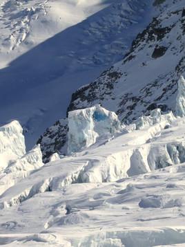 Freeride-skiing-in-La-Vallee-Blanche-2.j