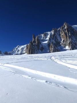 Ski-down-la-Vallee-Blanche-1.jpg