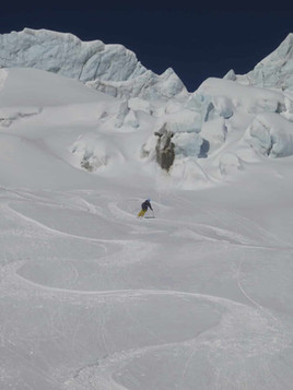 Freeride-skiing-on-the-Toula-Glacier-3.j