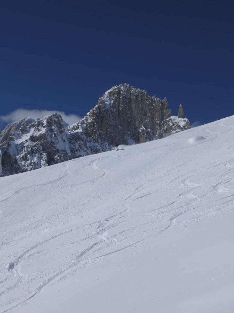 Off-piste-skiing-on-the-Toula-Glacier-1.