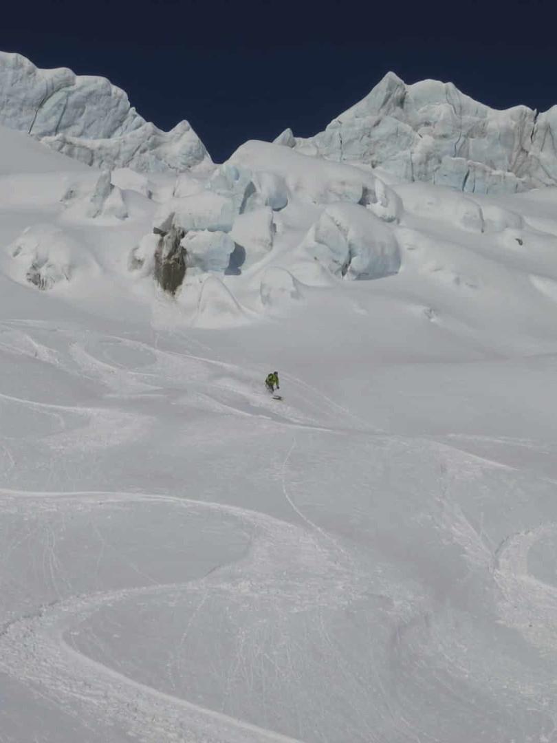 Freeride-skiing-on-the-Toula-Glacier-4.j