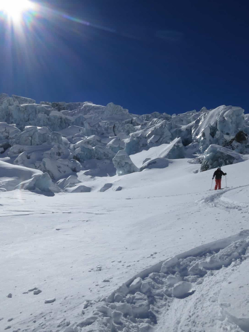 Off-piste-skiing-in-La-Vallee-Blanche-2.