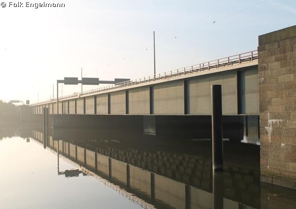 Brücke Müggenburger Zollhafen