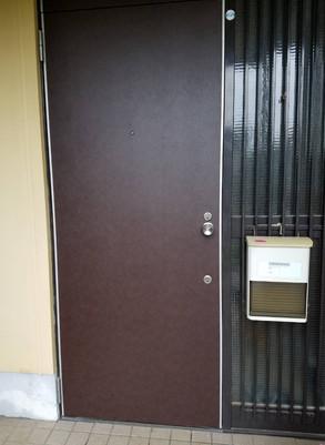 広島県府中市 | 玄関のドア貼替修理 | ダイノックシート貼