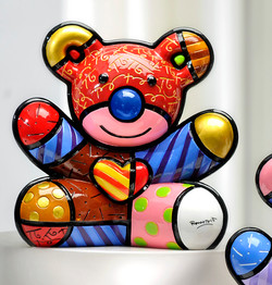 Romero-Britto-Bear-LOVE-Figurine