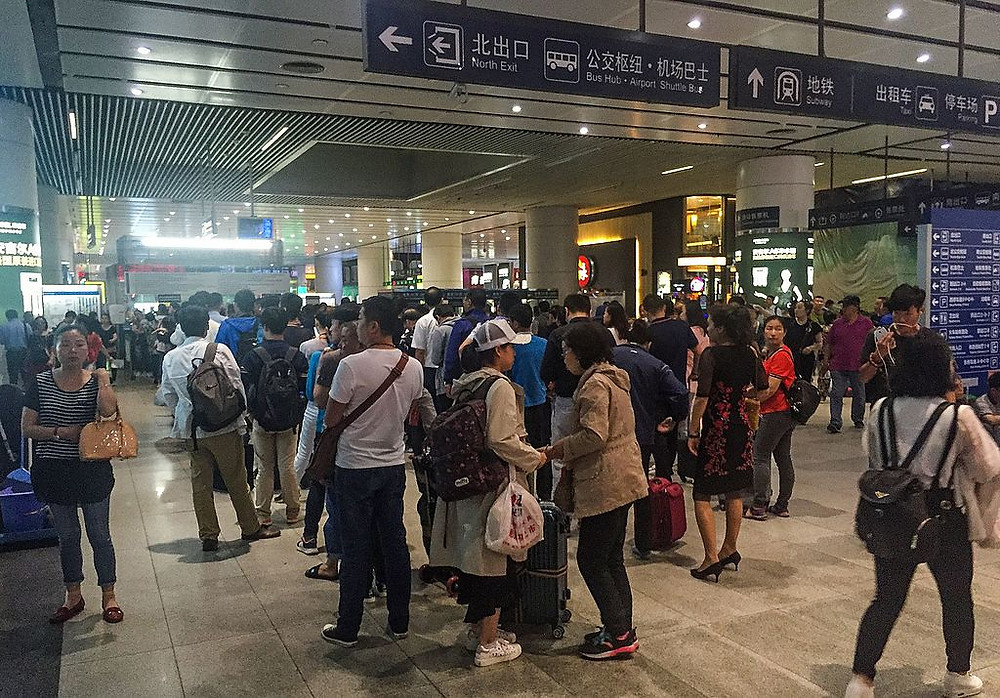 Queue_at_ticket_counters_of_metro_Beijing_South_Railway_Station_(20170523121042)