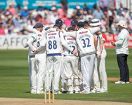 Huddle after 1st wkt_61Z9486.jpg