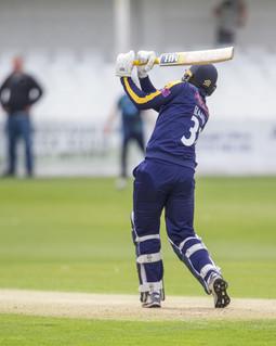Fraine hits '6' off Qayyum to reach 50_6