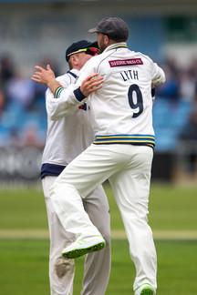 _61Z2313 Lyth celebrates catching Tom Al
