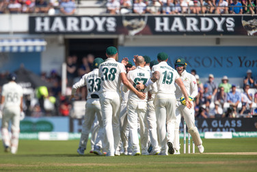03Aussie hopes rise with fall of Root_61