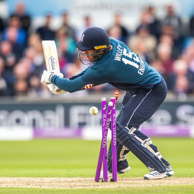 Willey bowled (only 7 balls left)_61Z860