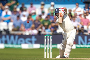 09Woakes caught by Wade off Hazlewood_61