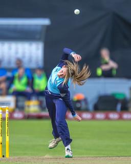 Helen Fenby bowling action_61Z8929.jpg