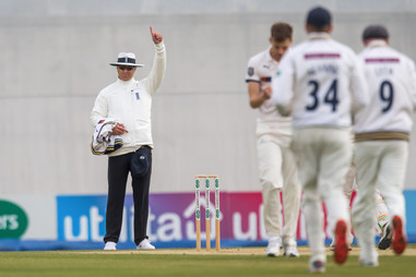 Umpire upholds appeal Rossouw out_61Z868