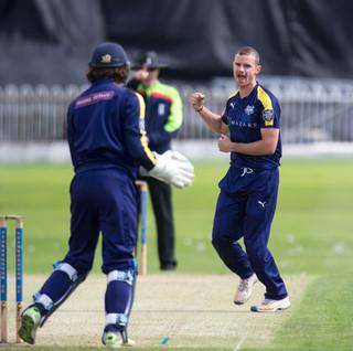 Josh Poysden takes wicket_61Z3261.jpg