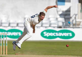 Matt Milnes bowling for Kent_61Z9604.jpg