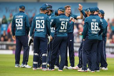 Woakes celebrates 2nd wicket_61Z8827.jpg