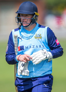 _61Z1327 Hollie Armitage out for 46.jpg