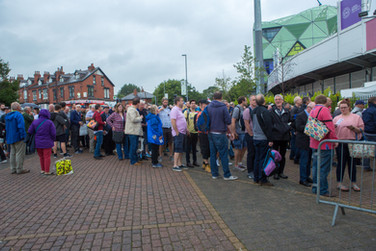 Ashes queue building up_H9A2970.jpg