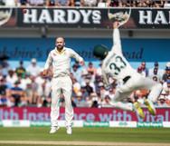 12Lyon watches as ball just evades Lambu