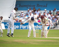 Craig Overton bowled Maharaj_61Z4420.jpg