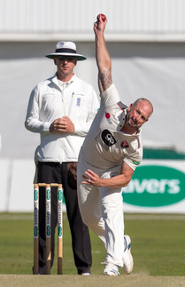 Darren Stevens bowling for Kent_61Z9148.