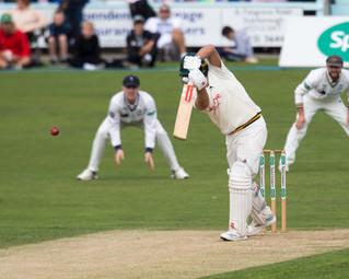 Nash returns a catch to bowler Olivier_6