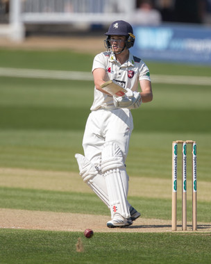 Robinson moves to 98 not out_61Z5633.jpg