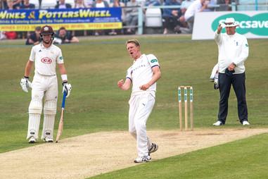_61Z0062 Patto takes wicket of de Bruyn.jpg