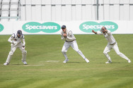 Tom K-H pouches the catch off Borthwick_
