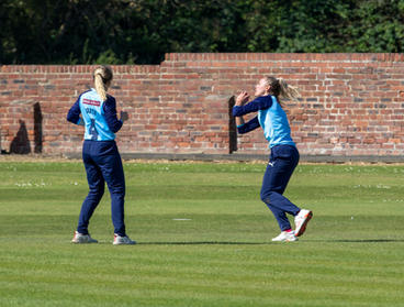 Phoebe catches off Daisy's bowling at Ep