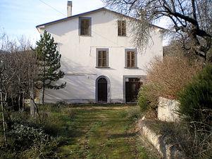 Casa da finire con terreno ad Ofena, Abruzzo country house