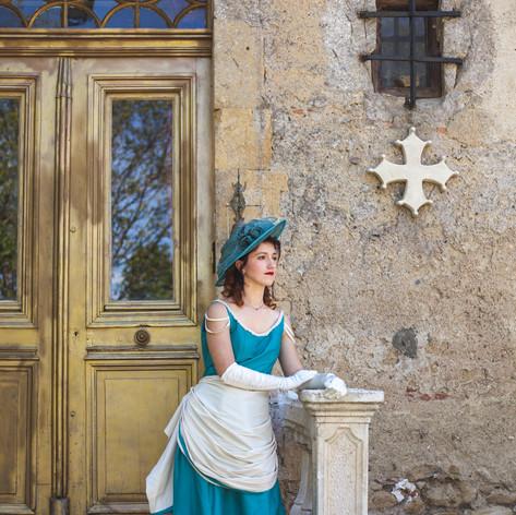 Photographe : SophieBachere-photo.fr  Maquilleuse : Des paillettes et des ongles  Coiffeuse : The Kistel Bijoux: Kelly Drouard-Lemettais Lieu: Chateau de Fajac la Selve
