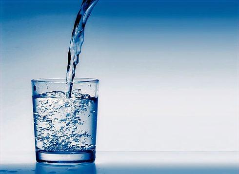 goutte-d-eau-verre-768x559_edited.jpg