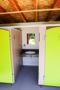 Une cabine lavabo