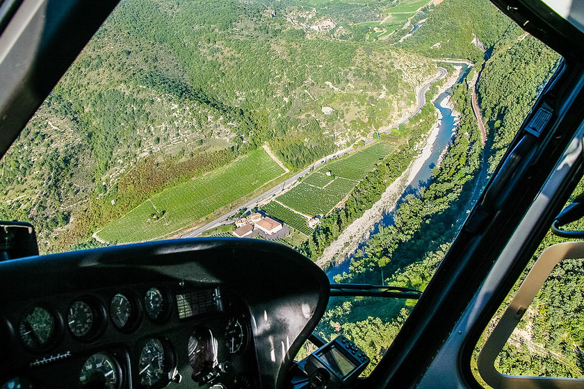 La Drôme et les vignobles vus d'hélicoptère