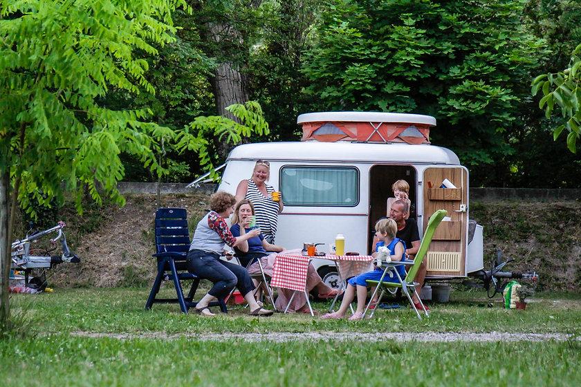 Emplacement au camping de la clairette