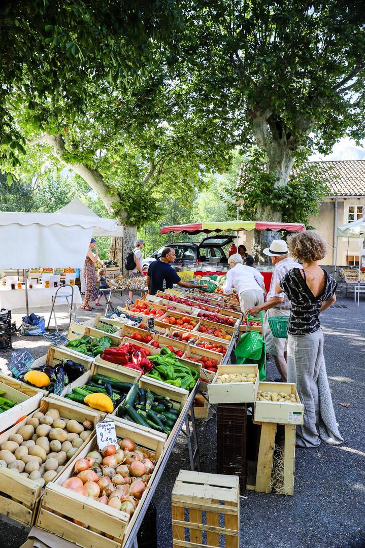 Le marché de Saillans, place de la Poste