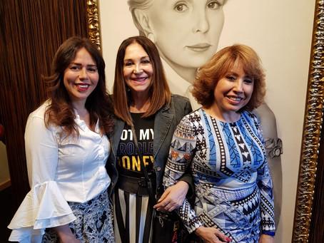 """La presidenta de la Fundación BRITO presente en la exposición """"MUSAS"""" de Paco Seoane."""