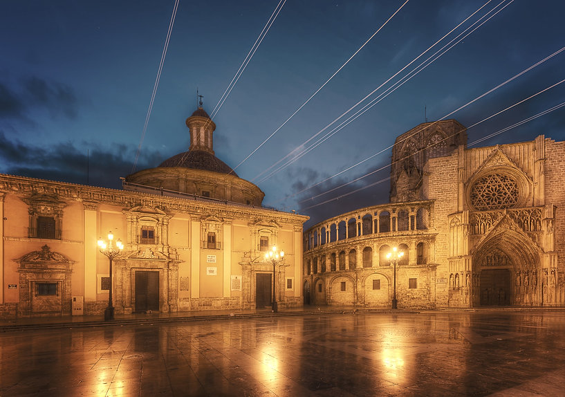 Valencia-Plaza-de-la-Virgen-2000_edited.