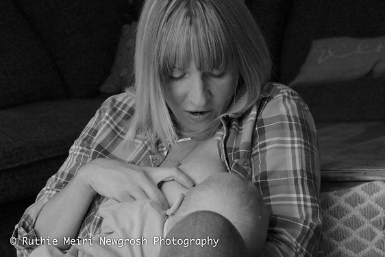 breastfeeding photographer in manchester, woman breastfeeding, woman nursing, mummy milk, mama milk, black and white photography, mummy and baby, baby stockport breastfeeding photography, breastfeeding photographer, breastfeeding stockport, breastfeeding manchester