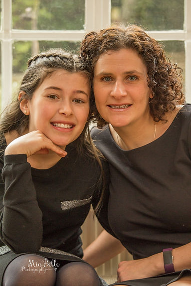 beautiful girl, bat-mitzvah, bat-mitzvah girls, stockport photographer, manchester photographer, family photoshoot, family photos, siblings, siblings with mum, children with mother, daughter and mother