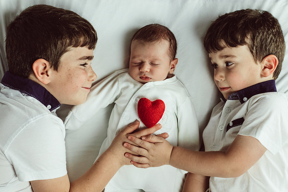 brothers, siblings, newborn, newborn with brothers