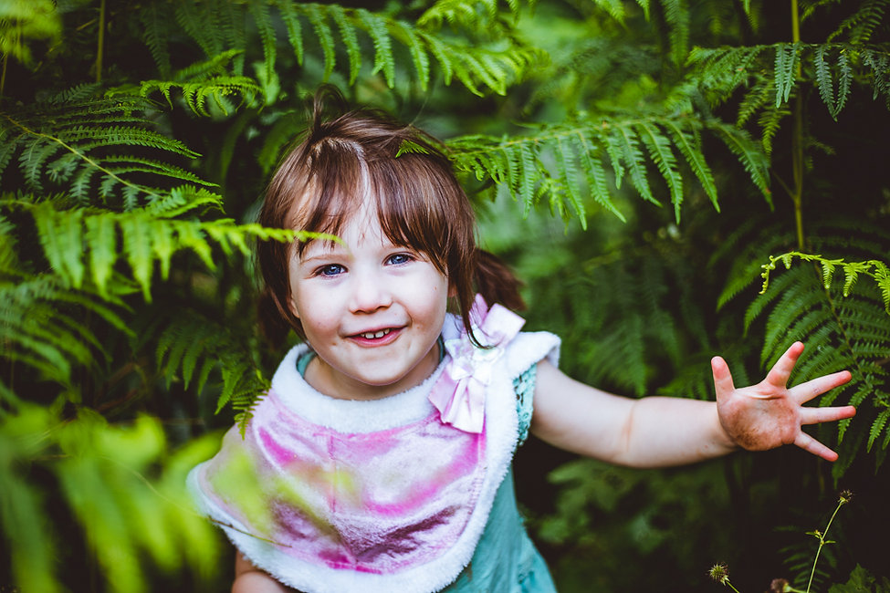 little girl, sweet girls, girl in ferns