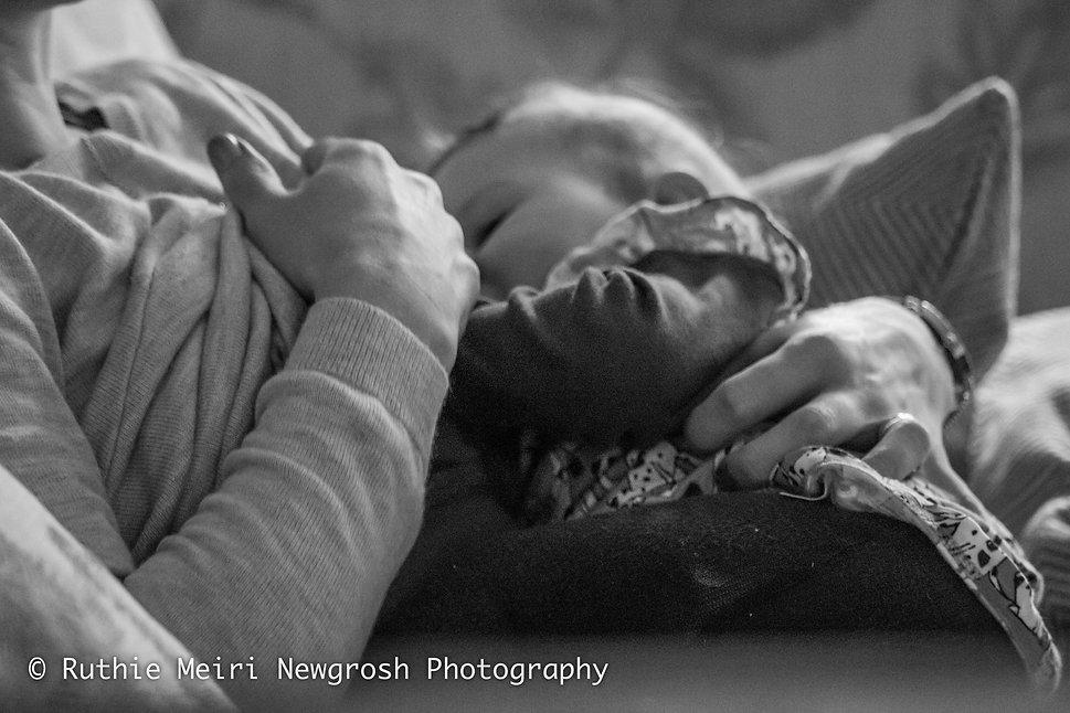 breastfeeding photographer in manchester, breastfeeding photographer in stockport, woman breastfeeding, woman nursing, mummy milk, mama milk, black and white photography, mummy and baby, baby stockport breastfeeding photography, breastfeeding photographer, breastfeeding stockport, breastfeeding manchester