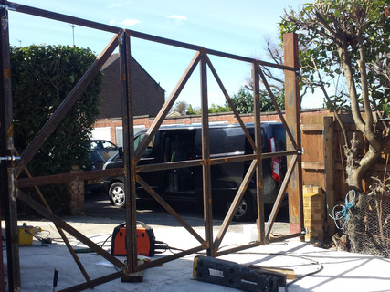 Structure for Bifold Gate
