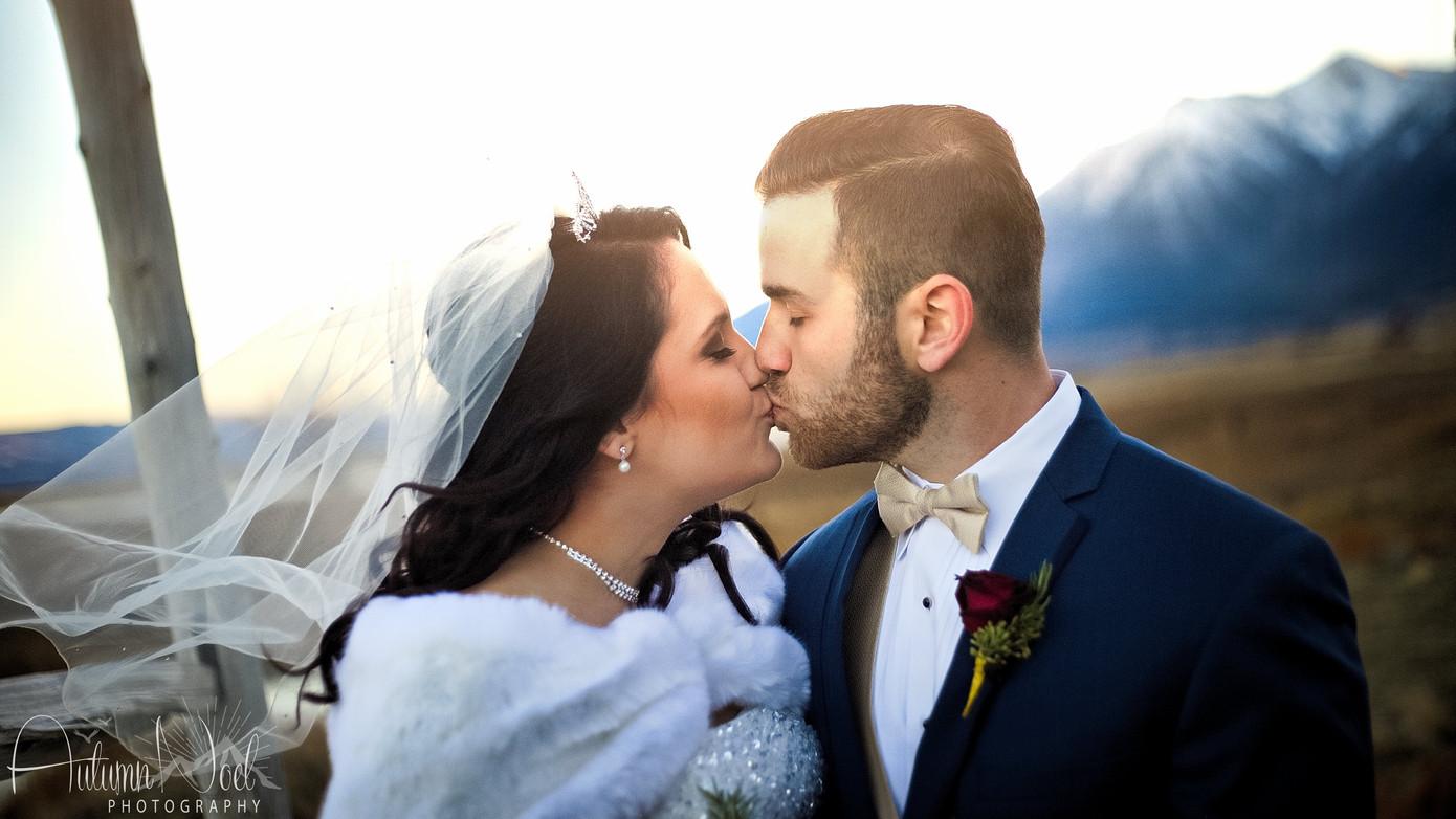 winter wedding kiss genoa