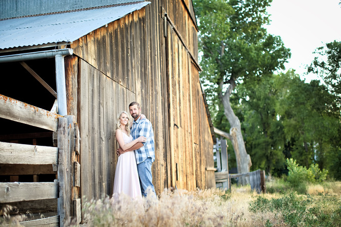 rustic barn engagement photography gardnerville nv